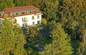 Luxury houses with pools for sale in Prague. New family villa is situated in the greenery of the attractive Prague quarter Troya — with picturesque views of the Vltava River