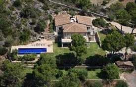 Luxury 6 bedroom houses for sale in Pollença. Beautiful new villa at the foot of the mountains with a pool, a barbecue area and an annex close to Pollenca, Spain