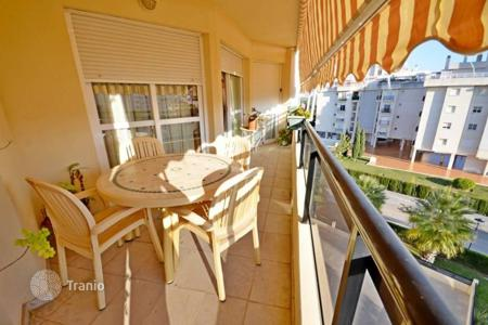 Apartments with pools by the sea for sale in Costa del Sol. This amazing spacious apartment would make a perfect holiday home