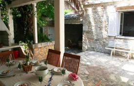 Coastal houses for sale in Brač. Renovated house on island Brač
