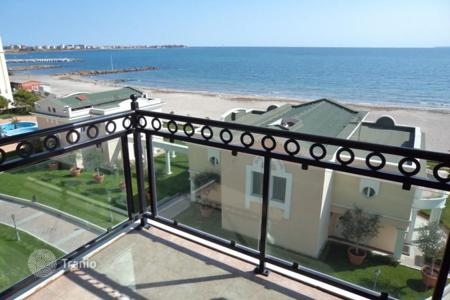 Apartments with pools for sale in Bulgaria. Apartment – Pomorie, Burgas, Bulgaria