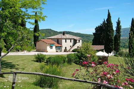 Commercial property for sale in Umbria. Prestigious farmhouses, agricultural farm and agritourism for sale in Umbria