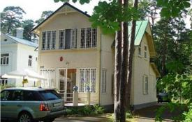 Coastal property for sale in Jurmalas pilseta. Large two-storey house in Jurmala