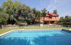 Property for sale in Madrid. Two-storey villa with a pool and a tennis court, Pozuelo de Alarcon, Spain