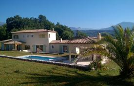 4 bedroom houses for sale in Chateauneuf-Grasse. Villa — Provencal Exterior And Contemporary Interior With Swimming-Pool