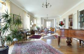 Luxury 5 bedroom apartments for sale in France. Paris 16th District – A magnificent over 300 m² apartment