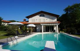 Luxury houses for sale in Lucca. Furnished villa with pool and garden, just 900 meters from the beach in Forte dei Marmi, Tuscany, Italy. Bargain is possible!