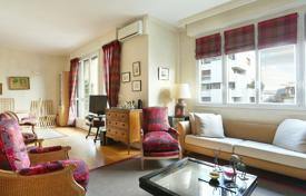 2 bedroom apartments for sale in Ile-de-France. Paris 16th District – An over 100 m² apartment bathed in sunshine