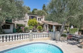Houses for sale in La Colle-sur-Loup. Close to Saint-Paul de Vence — Stone built villa
