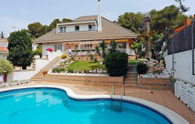 5 bedroom villas and houses by the sea to rent in Costa Dorada. Detached house – Tarragona, Catalonia, Spain