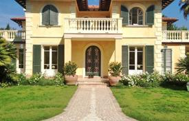Luxury 5 bedroom houses for sale in Tuscany. Villa – Forte dei Marmi, Tuscany, Italy