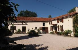 Property for sale in South - Pyrenees. Well-maintained villa with a pool, a pond and outbuildings, overlooking the mountains, 15 minutes drive from Lannemezan, France