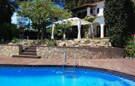 Houses with pools for sale in Costa Brava. Villa with garden and swimming pool, on the second sea line, in Lloret de Mar, Girona, Spain
