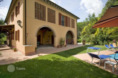 Property to rent in Colleoli. Villa – Colleoli, Tuscany, Italy