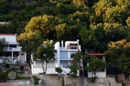Houses for sale in Ulcinj. Villa on the first line Steeper, Ulcinj