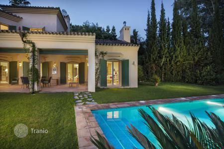 Houses with pools for sale in San Roque. Charming and spacious rustic style villa in a peaceful location adjoining a green zone