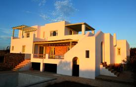 4 bedroom houses by the sea for sale in Aegean Isles. Luxury villa with sea view, Antiparos, Greece