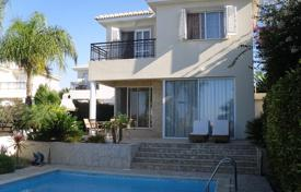 Villas and houses to rent in Paphos (city). Sea view villa with a garden and a swimming pool, at 200 meters from the beach, Paphos, Cyprus