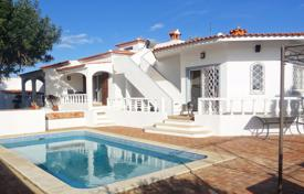 2 bedroom houses for sale in Faro. Spacious Refurbished 4 Bedroom Bungalow Close to Vilamoura and Golf