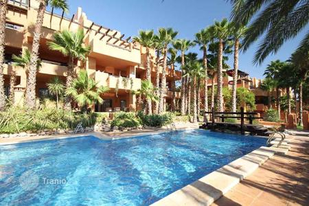Cheap apartments with pools for sale in Andalusia. Cozy apartment with a swimming pool and a terrace, Villamartin, Spain