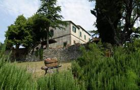 6 bedroom houses for sale in Pisa. Two-storey villa with a large plot of land, Chianni, Tuscany, Italy