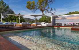 Luxury villas and houses for rent with swimming pools in Ibiza. Villa with 2 pools, a rooftop terrace overlooking the mountain in a prestigious area, in Roca Llisa, next to the golf course, in Ibiza