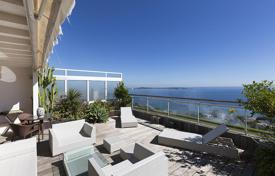 Luxury penthouses for sale in France. Duplex penthouse with a rooftop terrace and a sea view, Californie, Cannes, France