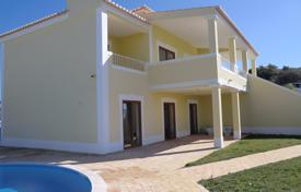 Property for sale in Praia da Luz. Villa with 3/4 bedrooms & private pool & sea views near Luz