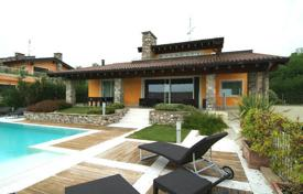 Luxury houses for sale in Garda. Villa – Garda, Veneto, Italy