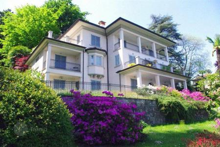 Property for sale in Italy. Apartment with a terrace overlooking Lake Maggiore and the Borromeo Islands, Baveno, Italy