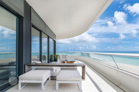 Luxury 5 bedroom apartments for sale overseas. Six-room high class apartment in a prestigious residence on the ocean front in Miami Beach