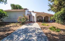 Luxury 4 bedroom houses for sale in Tuscany. Independent Villa with spectacular sea views, for sale on the Tuscan Coast