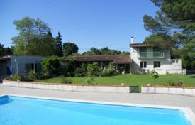 5 bedroom houses for sale in Occitanie. Manor with two houses and a separate apartment, with a pool and a garden, 5 minutes drive from Castelnau-Magnoac, Hautes-Pyrénées, France