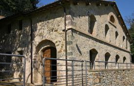 Traditional villa with a large plot in Murlo, Tuscany, Italy for 490,000 €
