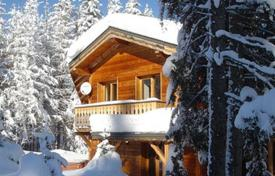 Chalets for rent in Courchevel. Charming chalet with private parking and a Jacuzzi in the ski resort of La Tania, France