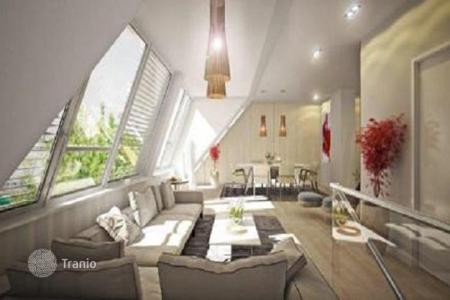 Property for sale in Penzing. New two-room penthouse with a terrace in a renovated house in Vienna, Breitensee, Penzing