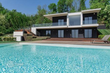 Luxury houses with pools for sale in Lake Garda. Modern villa overlooking Lake Garda, with a saltwater swimming pool and a garage for 6 cars