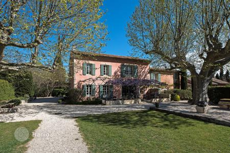 Luxury property for sale in Bouches-du-Rhône. Eygalières — Gorgous renovated farmhouse