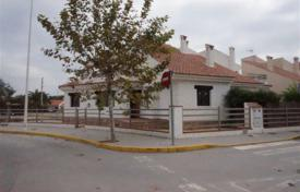 Cheap 3 bedroom houses for sale in Spain. Villa of 3 bedrooms close to amenities in Almoradí