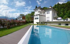 Coastal houses for sale in Lake Garda. Villa – Garda, Veneto, Italy