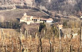 Houses with pools for sale in Piedmont. Country seat – Asti, Piedmont, Italy