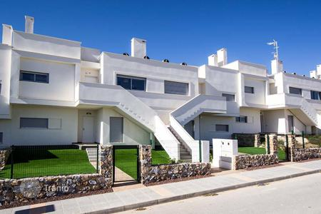 Cheap 3 bedroom apartments for sale in Costa Blanca. 3 bedroom apartment with private garden in Vistabella Golf