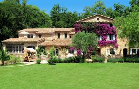 Luxury residential for sale in Grasse. Cannes Backcountry — Stunning property