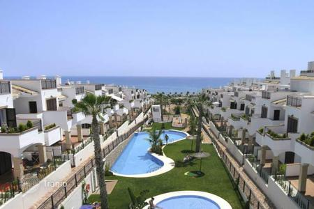 3 bedroom apartments by the sea for sale in Costa Blanca. Spacious apartment close to La Mata beach