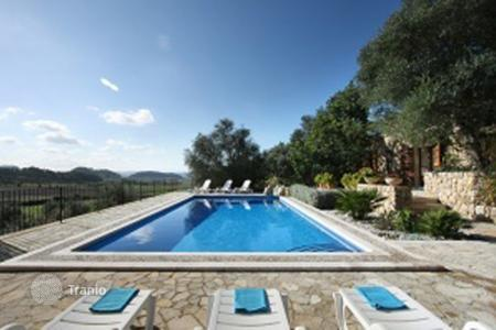 Villas and houses for rent with swimming pools in Balearic Islands. Villa – Majorca (Mallorca), Spain