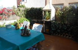 Coastal houses for sale in Costa del Maresme. House for sale in El Masnou, second line of the sea