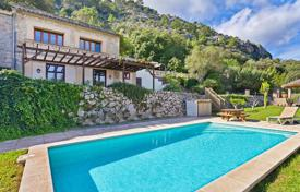 4 bedroom houses for sale in Pollença. Country house with stunning views on the outskirts of Pollensa, Mallorca