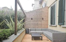 1 bedroom apartments for sale in Tuscany. One-bedroom apartment with a garden in Florence, Tuscany, Italy