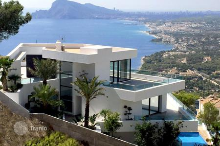 5 bedroom houses from developers for sale in Spain. Luxury villa located in the upmarket residential community of Altea Hills