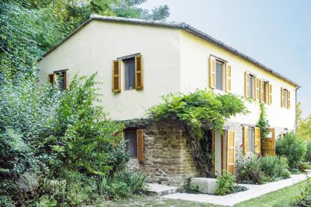 Cheap residential for sale in Marche. Restored cottage, including 4 small apartments for sale in Le Marche